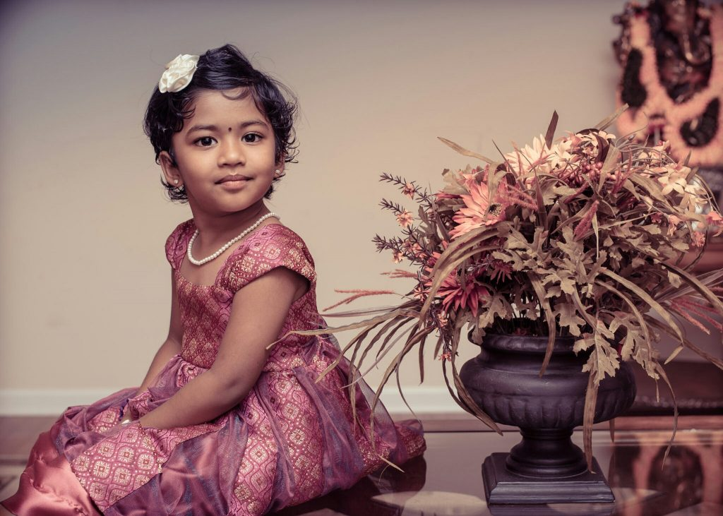 Indisk jente posererer